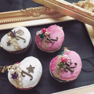 ◆JOJO*花京院典明モチーフハート型マカロンケースストラップ