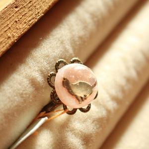 小さな猫の桃色リング