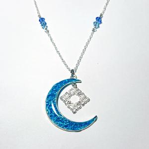 月のペンダント