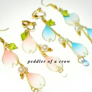 半透明 桜の花びらピアス・イヤリング 水色・桃色2種