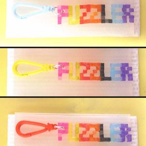 「PUZZLER」BGAロゴ風・5×3ドット文字キーホルダー