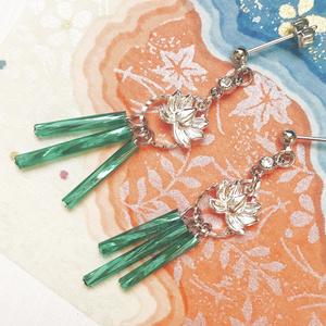 蓮の花のピアスとイヤリング