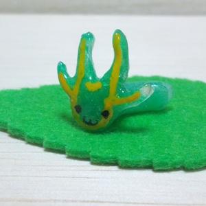 フタオチョウ幼虫フィギュア いもむし イモムシ 芋虫 蝶